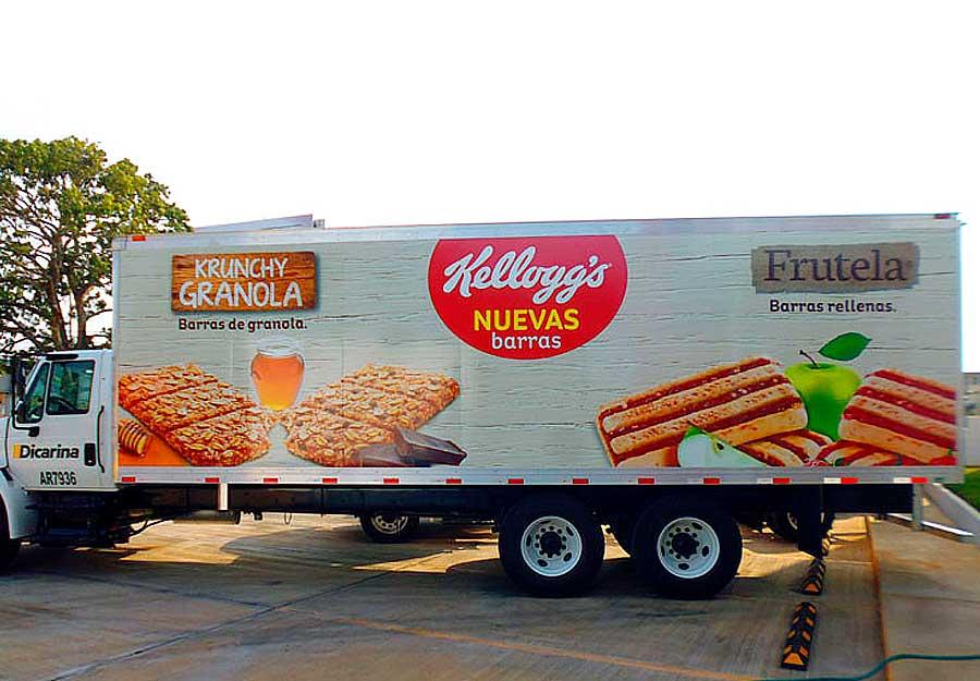 Camion de carga con rotulación