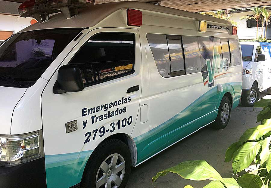 Vehiculo de emergencias rotulado